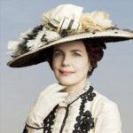 Cora Crawley (Elizabeth McGovern)