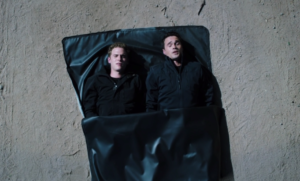 Agents of SHIELD, s1 ep07--Fitz and Ward in a bag